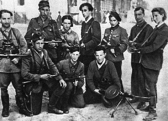Подпольщики вильнюсского гетто. В центре стоит поэт и командир подполья Абба Ковнер