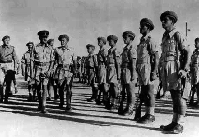 Командир Еврейской бригады генерал Эрнест Франк Бенджамин (англ.) и бойцы второго батальона
