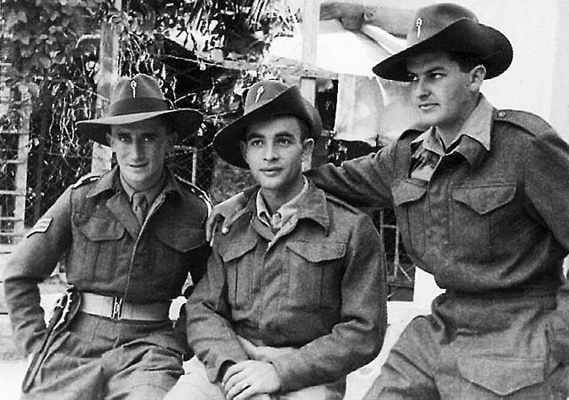 Бойцы британского спецподразделения SIG (англ.): Дов Коэн, Филипп Когель и Дольф Центнер