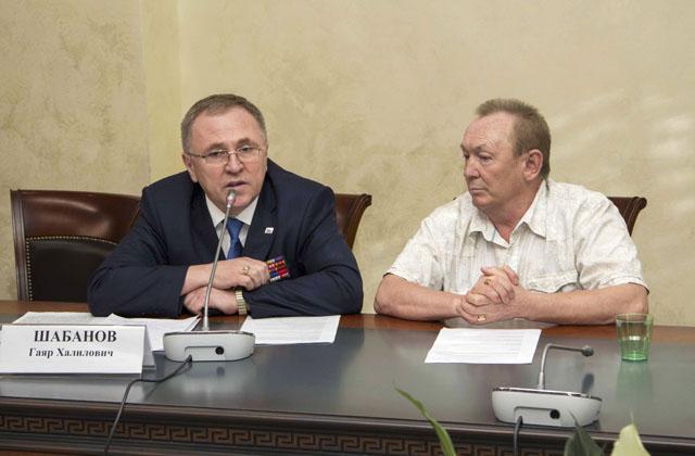 Президент Фонда поддержки проекта «Дань памяти» имени Мусы Джалиля, полковник, к.ю.н. Гаяр ШАБАНОВ и Бархат ГАРЕЕВ