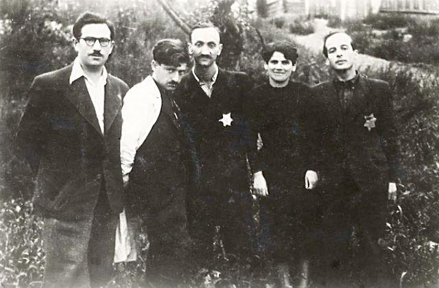 Каунас, Литва. Молодые люди, впоследствии присоединившиеся к партизанам