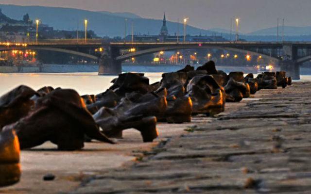 Туфли на набережной Дуная (венг. Cipok a Duna-parton) — мемориал в память о жертвах Холокоста, установленный в 2005 году на берегу Дуная в Будапеште
